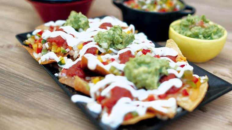 "Totopos (nachos) <font color=""#009f9a"">5€ a 11€</font>"